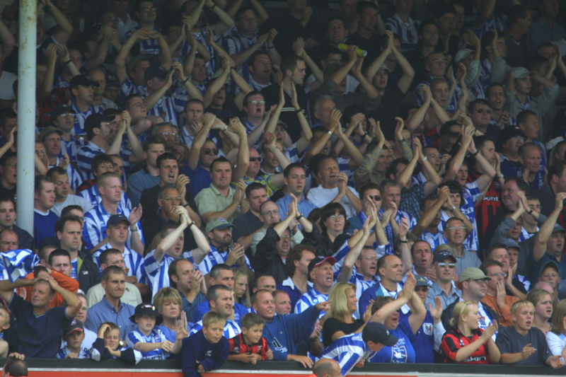 Crowd shows their appreciation, Cambridge Game 11 August 2001