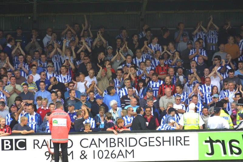 Crowd, Cambridge Game 11 August 2001