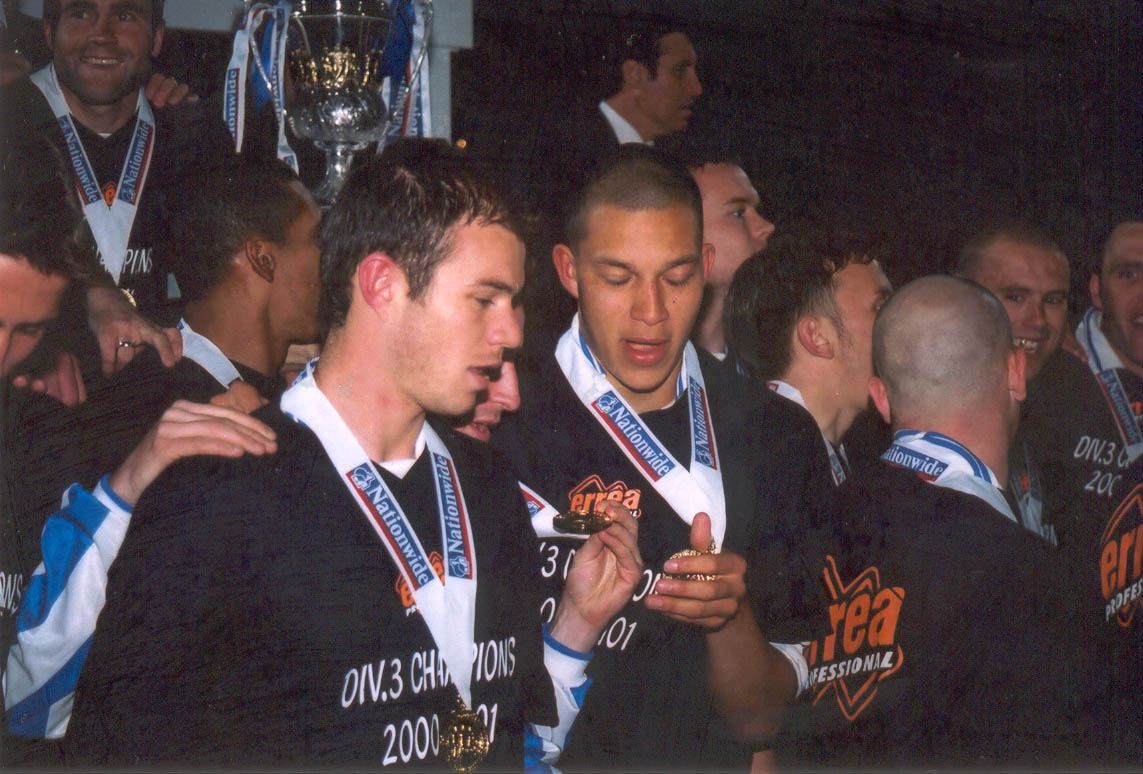 ??, Zamora compare medals Chesterfield game 01 may 2001